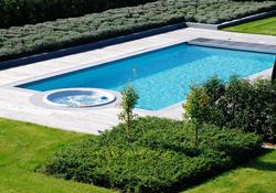 Zwembad Laten Bouwen : Hout beton schutting zwembad bouwen kosten